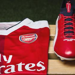 Arsenal negocjuje z Adidasem