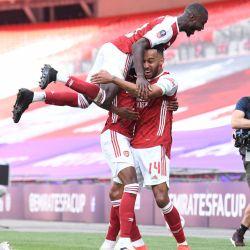 Arsenal vs. Aston Villa 2:3. Występy Williana, Ozila i Ceballosa.