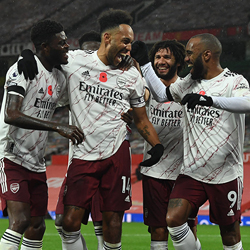 Arsenal wygrywa 1-0 na Old Trafford po rzucie karnym!