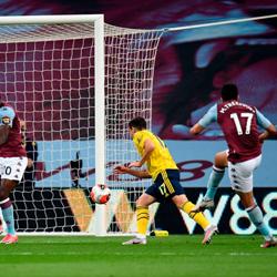 Bezbarwny Arsenal przegrywa z Aston Villą 0-1