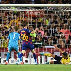 Błędy w obronie decydują o porażce. Barcelona 2-1 Arsenal