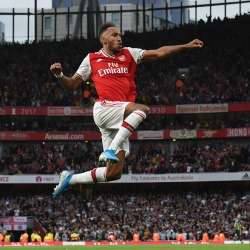 Law: Arsenal niebawem zaoferuje kontrakt Aubie