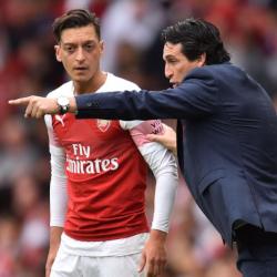 Emery o odsunięciu Özila