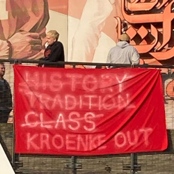 Protesty przeciwko Kroenke przed meczem z Evertonem