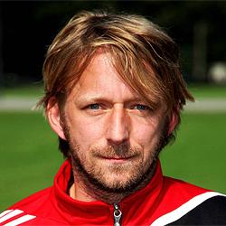 Sven Mislintat obserwuje piłkarzy Schalke i Borussii