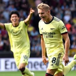 Piękne trafienie Odegaarda z rzutu wolnego daje 3 punkty: Burnley 0-1 Arsenal!