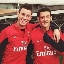 Koscielny staje w obronie Özila