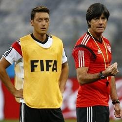 Bild: Emery nie pozwolił Löwowi porozmawiać z Özilem