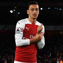 Emery: Özil ma przyszłość w Arsenalu
