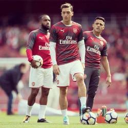 Özil: Uwielbiam grać z Alexisem i Lacazettem