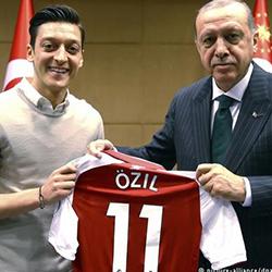 Özil: Mam dwa serca - jedno niemieckie, drugie tureckie