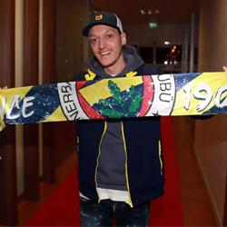 Özil wylądował w Stambule: Spełnia się moje marzenie