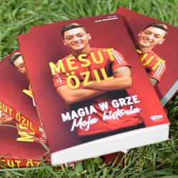 Mesut Özil: W Arsenalu jest trochę jak w szkole
