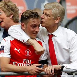 Wenger: Özil chce zostać w Arsenalu