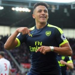 Transfer Alexisa do PSG coraz mniej realny?