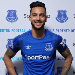 Oficjalnie: Walcott sprzedany do Evertonu