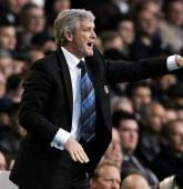Wenger okaże szacunek Hughesowi