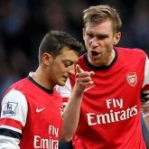 Parlour: Kapitanem Arsenalu powinien być Mertesacker