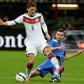 Löw: Özil poradzi sobie z krytyką