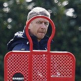 Wenger o sprawdzaniu nowych piłkarzy
